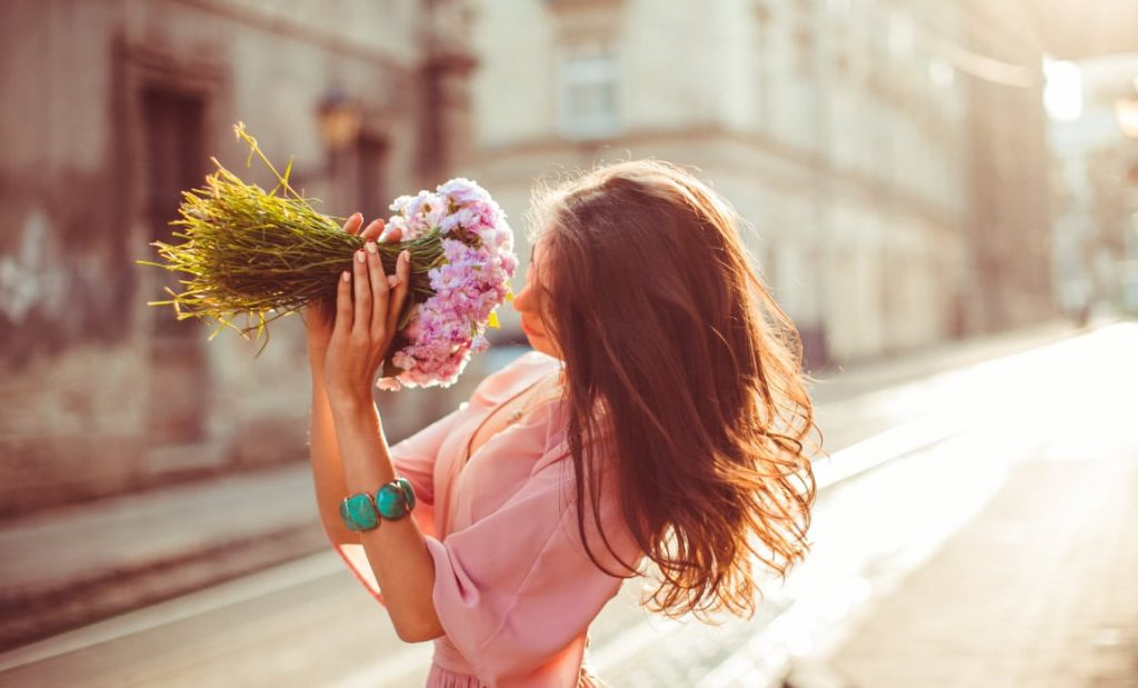 Know what to say with the flowers, instead of love quotes Photo